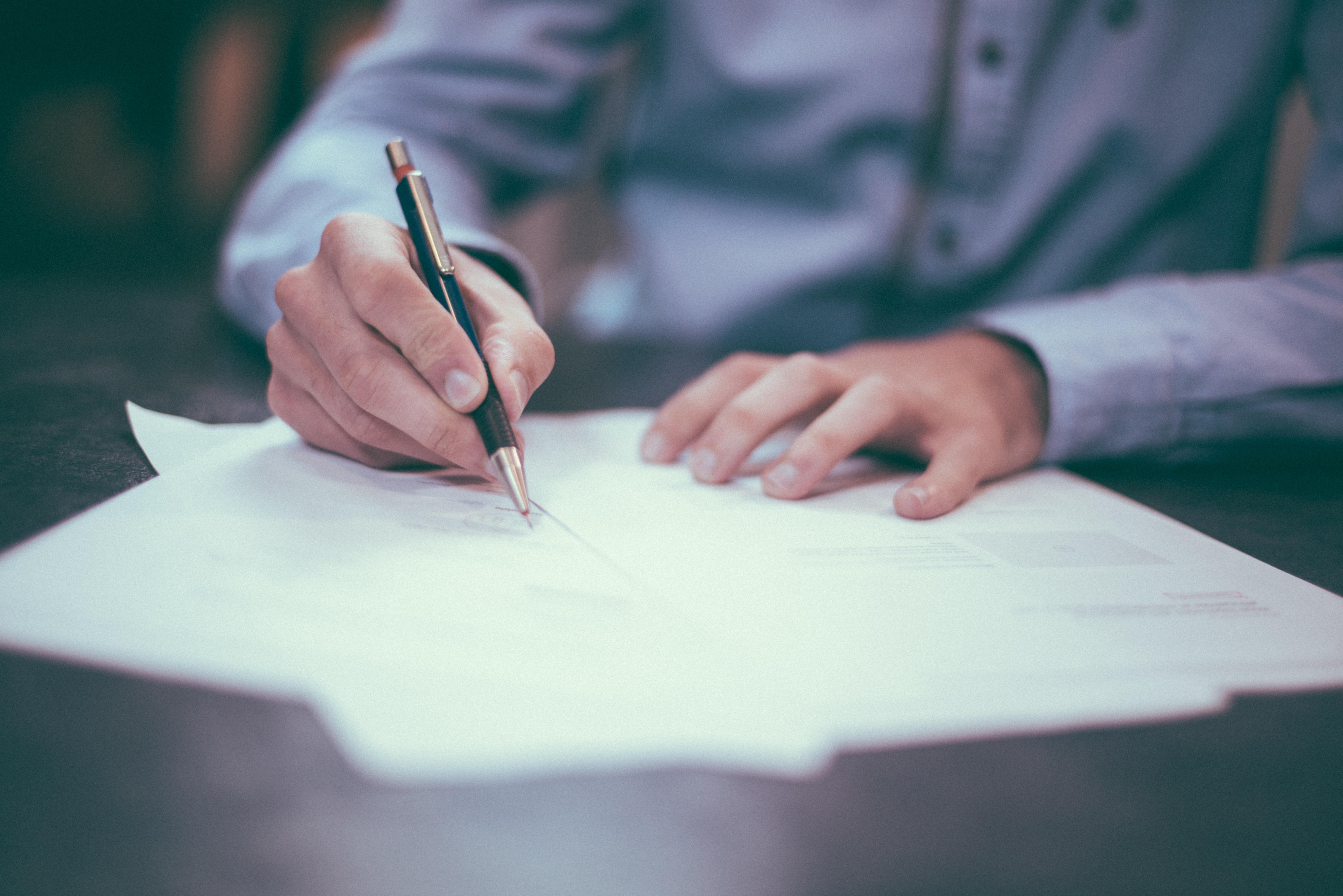 Idoso incapaz não pode assinar procuração.
