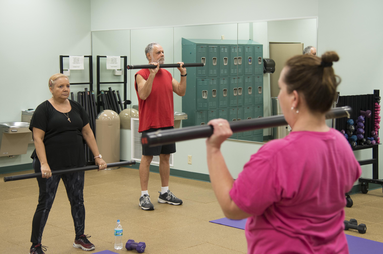 exercícios mais adequados para idosos com DA