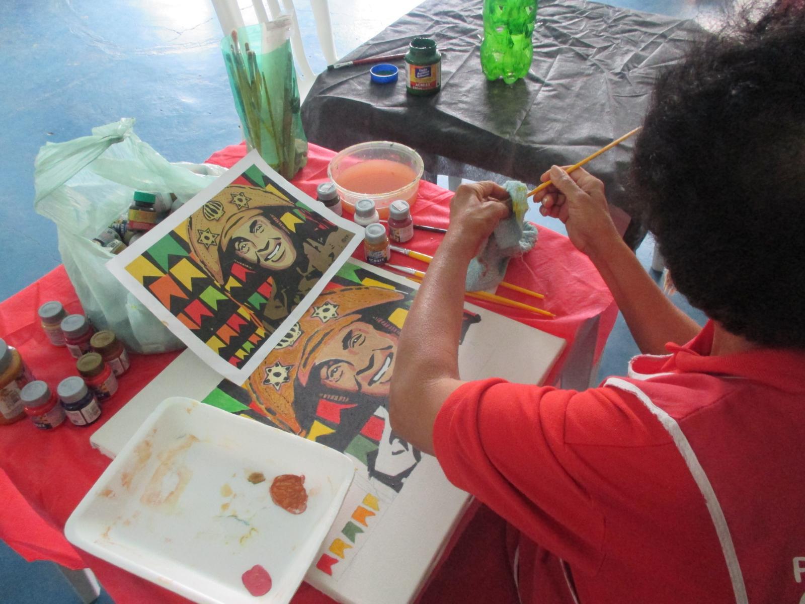 Idoso pintando Luiz Gonzaga