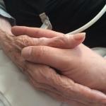 idoso sob cuidados paliativos