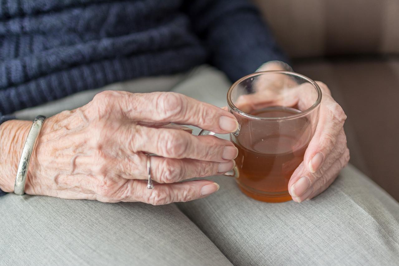 Alucinções ou delírios em idosos com DA